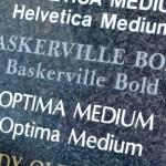 Lettertypes op graniet